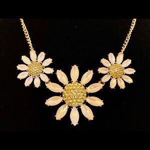 NWT Betsey Johnson Sparkling DAISY Necklace